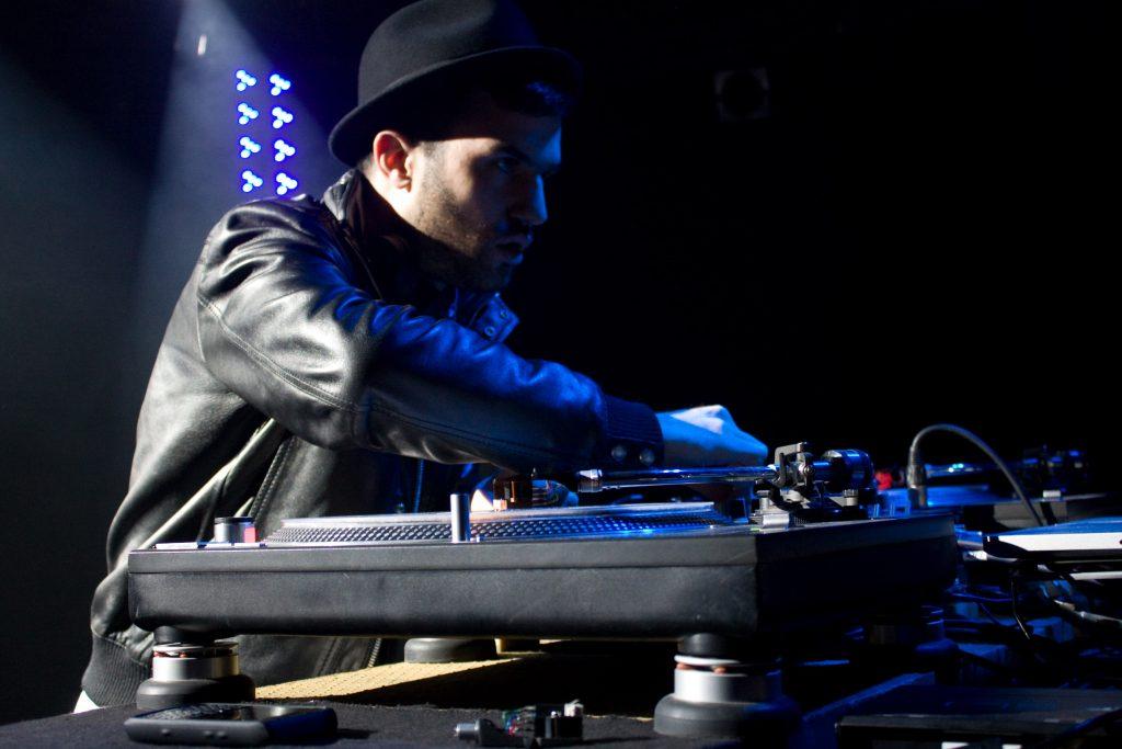 dj-a-trak-dj-set-matter-club-london-4th-december-2009-17