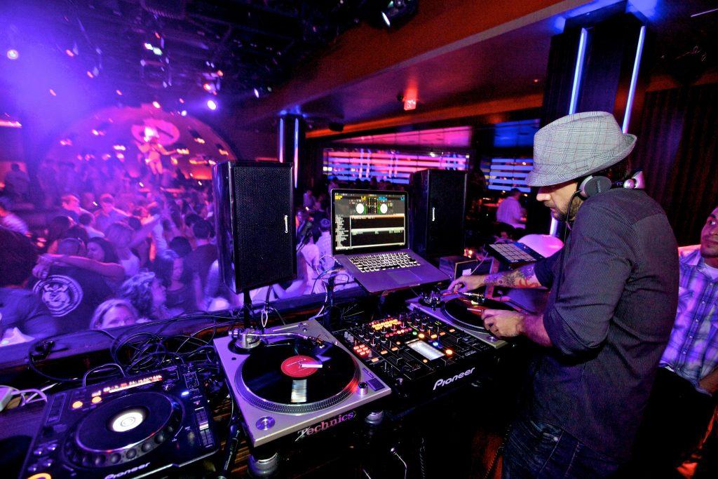 nightclub-dj-konflikt-1298841.6