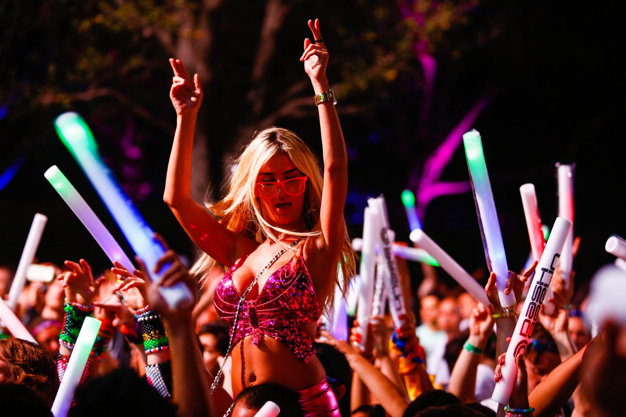 break-big-sexy-festival-girl-basu